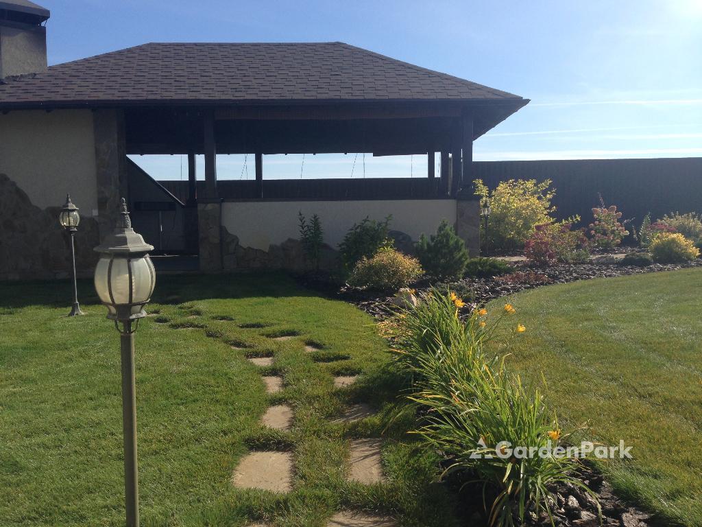 Ландшафтное освещение — изюминка любого сада