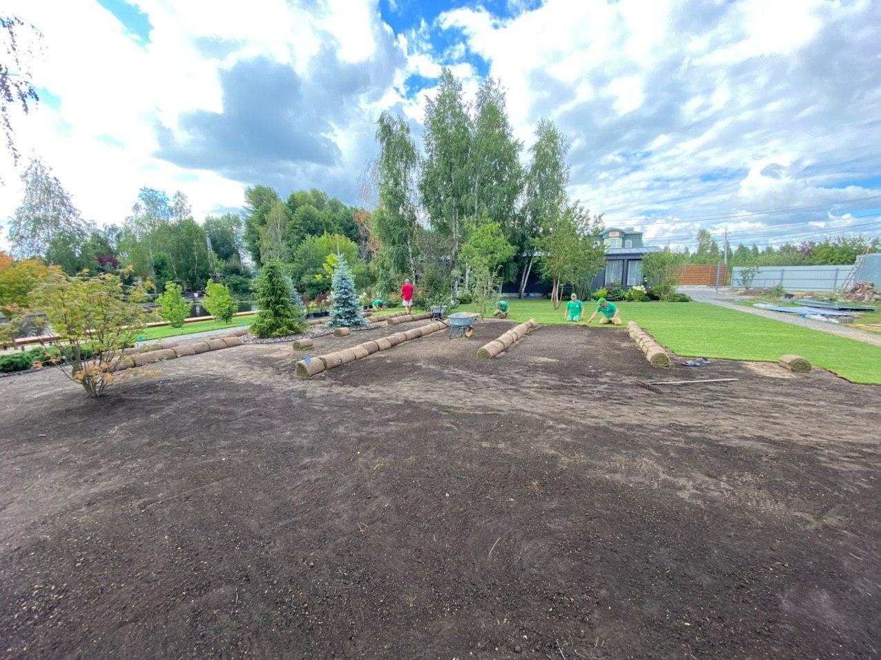Укладка рулонного газона